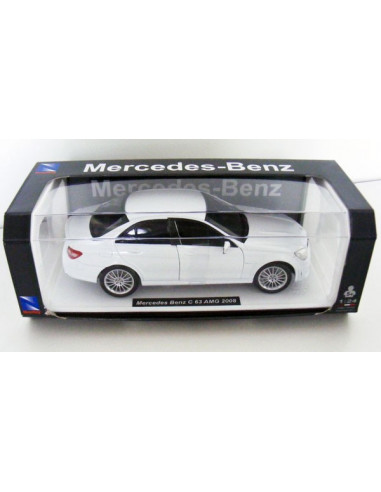 Mercedes Benz C 63 AMG 2008- 1:24 autómodell- New Ray